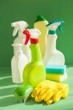 Reinigungseinzelteilhaushaltsspraybürsten-Schwammhandschuh Stockbilder