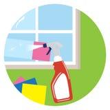 Reinigungsfenster und Reinigerreinigungsmittel in der Plastikflasche mit spr Stockbild