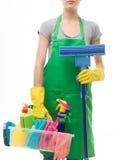 Reinigungsfrau, die das Reinigungsspray-Flaschenschießen glücklich und das Lächeln zeigt Lizenzfreie Stockfotos