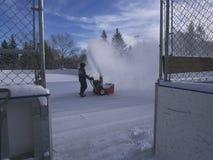 Reinigungshockey-Eisbahn im Freien Lizenzfreie Stockfotos