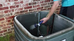 Reinigungsklimaanlagen-Kondensatorspule stock footage