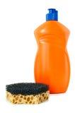 Reinigungsmittel und Schwamm. lizenzfreie stockfotos