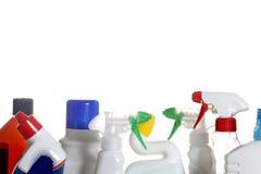 Reinigungsmittelplastikflaschen lokalisiert auf weißem Hintergrund stockbild