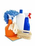 Reinigungsprodukte lokalisiert auf Weiß Lizenzfreie Stockfotografie