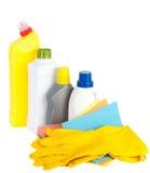 Reinigungsprodukte und Gummihandschuhe Stockfotografie