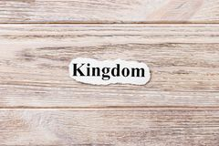 Reino da palavra no papel Conceito Palavras do reino em um fundo de madeira fotos de stock