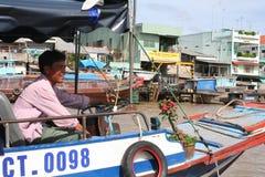 Reis aan Azië: huizen op stelten op de Mekong rivier Stock Afbeelding