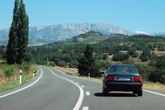 Reis aan de bergen door auto Stock Afbeelding