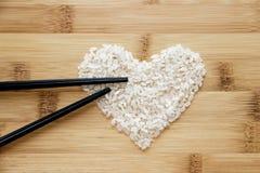 Reis auf Bambushintergrund Stockbild