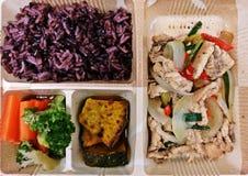 Reis-Beeren- und Hühnerschweinsrippchen mit Knoblauch und Pfeffer mit Block Kerry, Kürbis und Karotte für niedriges Cholesterinle Lizenzfreie Stockfotos