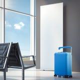Reis blauwe koffer bij de luchthaven het 3d teruggeven Royalty-vrije Stock Foto's