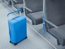Reis blauwe koffer in de vliegtuigpassage, het 3d teruggeven Stock Afbeelding