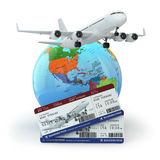reis concept Vliegtuig, aarde en kaartjes Royalty-vrije Stock Foto
