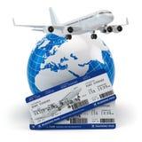 reis concept Vliegtuig, aarde en kaartjes Royalty-vrije Stock Afbeelding