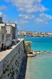 Reis in de kleine steden van Puglia: Otranto in Italië stock fotografie