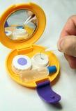 Reis die voor contactlenzen wordt geplaatst Royalty-vrije Stock Foto's