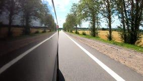 Reis door auto op landweggen Buitenmening stock video