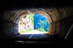 Reis door het talrijke tunnelsnoorden van het land Royalty-vrije Stock Foto