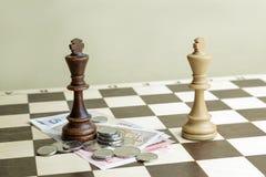 Reis e dinheiro da xadrez Imagem de Stock