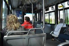 Reis in een stadsbus Stock Fotografie