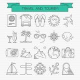 Reis en toerisme geplaatste lijnpictogrammen Stock Afbeeldingen
