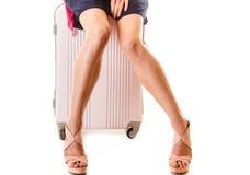 Reis en Vakantie Vrouw met de zak van de kofferbagage Royalty-vrije Stock Fotografie