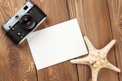Reis en vakantiefotokader, zeester en camera Stock Fotografie