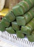 Reis gefülltes Bananen-Blatt mit verschiedenen Füllungen Stockfoto