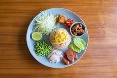 Reis gemischt mit Garnelepaste Stockfotografie