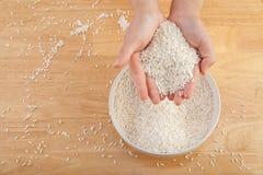Reis ist bereit gekocht zu werden Stockbild