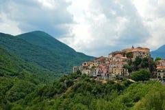 Reis in Italië, die kleine bergdorpen ontdekken royalty-vrije stock fotografie