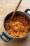 Reis mit Chorizo Stockfoto