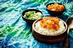 Reis mit Curryblumenkohl Stockbild