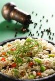 Reis mit dem Gemüse gedient im heißen Potenziometer Stockfotos