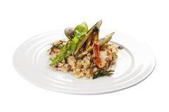 Reis mit essbaren Meerestieren lizenzfreie stockbilder