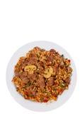 Reis mit Fleisch, Gemüse und Pilzen auf Platte Beschneidungspfad eingeschlossen Getrennt Stockfotografie