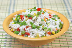 Reis mit Gemüse. Stockfoto