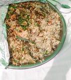 Reis mit Gemüse und Kräutern Stockfotos
