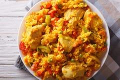 Reis mit Hühner- und Gemüsenahaufnahme horizontale Draufsicht Lizenzfreies Stockbild