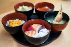 Reis mit Lachsen, Uni und Krabben-Suppe Lizenzfreies Stockbild
