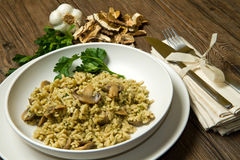 Reis mit Pilzen Stockfotografie