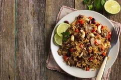 Reis mit roter Bohne, Pilzen und Gemüse Stockfotografie