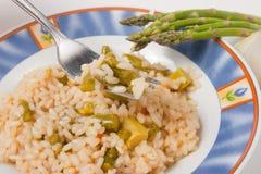 Reis mit Spargel Stockfoto