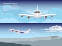 Reis op de vliegtuigreeks banners in een vlakke stijl tegen de achtergrond van de avondhemel Geïsoleerd op witte achtergrond Stock Afbeeldingen