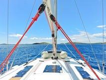 Reis op jacht in blauwe Adriatische overzees Royalty-vrije Stock Afbeeldingen