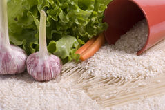Reis, Reisteigwaren und Gemüse lizenzfreie stockbilder