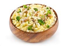 Reis schmückt mit Käse und Pilzen Stockfotos
