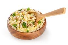 Reis schmückt mit Käse und Pilzen Lizenzfreie Stockfotos
