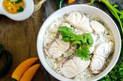 Reis-Suppe mit Seefisch lizenzfreie stockbilder