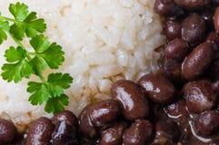 Reis und schwarze Bohnen stockfotos